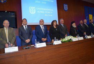 """Universitatea """"Aurel Vlaicu"""" din Arad a deschis noul an universitar"""