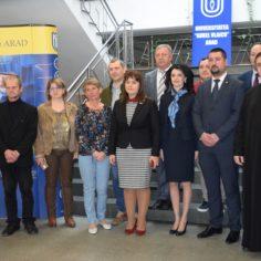 """Universitatea """"Aurel Vlaicu"""" din Arad, o universitate de încredere"""